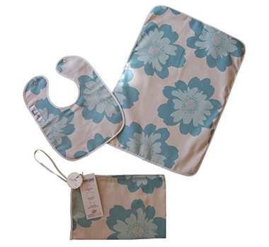 Uncomplicated Organic Cotton Bib & Baby Bag Gift Set
